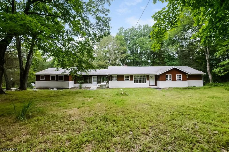 Casa Unifamiliar por un Alquiler en 60 PHILHOWER Road Tewksbury Township, Nueva Jersey 08833 Estados Unidos