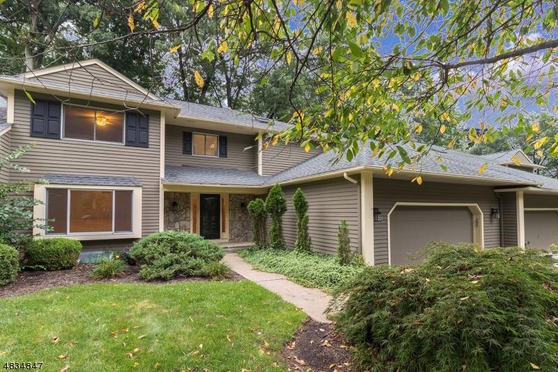 Condominio/ Casa de pueblo por un Alquiler en 34 HUNTERS Circle Tewksbury Township, Nueva Jersey 08833 Estados Unidos