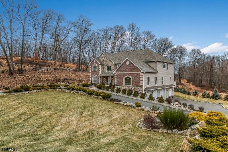 Частный односемейный дом для того Продажа на 6 LOURDES Court Andover, Нью-Джерси 07821 Соединенные Штаты
