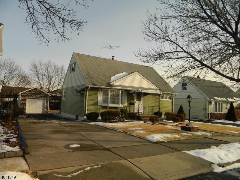 Частный односемейный дом для того Продажа на 28 RIVERVIEW Avenue Lodi, Нью-Джерси 07644 Соединенные Штаты