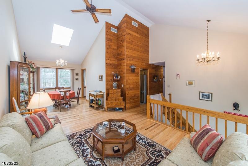 Maison unifamiliale pour l Vente à 56 HILLSIDE AVENUE Mine Hill, New Jersey 07803 États-Unis
