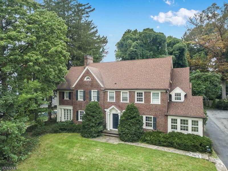 Maison unifamiliale pour l Vente à 126 RIDGEWOOD Avenue Glen Ridge, New Jersey 07028 États-Unis