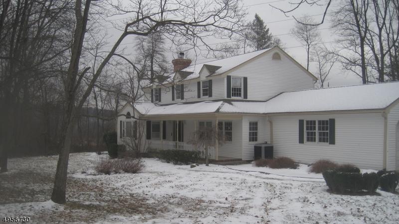 Single Family Homes per Vendita alle ore Asbury, New Jersey 08802 Stati Uniti
