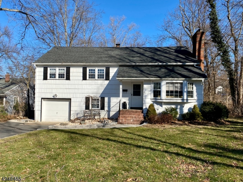 Single Family Homes للـ Sale في 11 HOLIDAY Drive West Caldwell, New Jersey 07006 United States