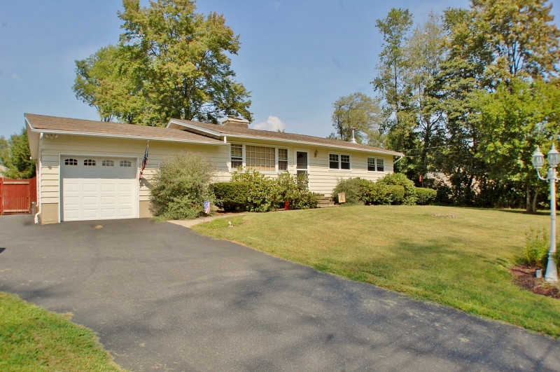 Additional photo for property listing at 10 Starlight Road  Oak Ridge, New Jersey 07438 United States