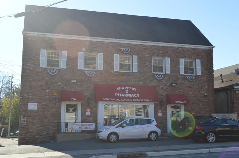 Additional photo for property listing at 750 Hamburg Tpke B(TOP FLoor  Pompton Lakes, Нью-Джерси 07442 Соединенные Штаты