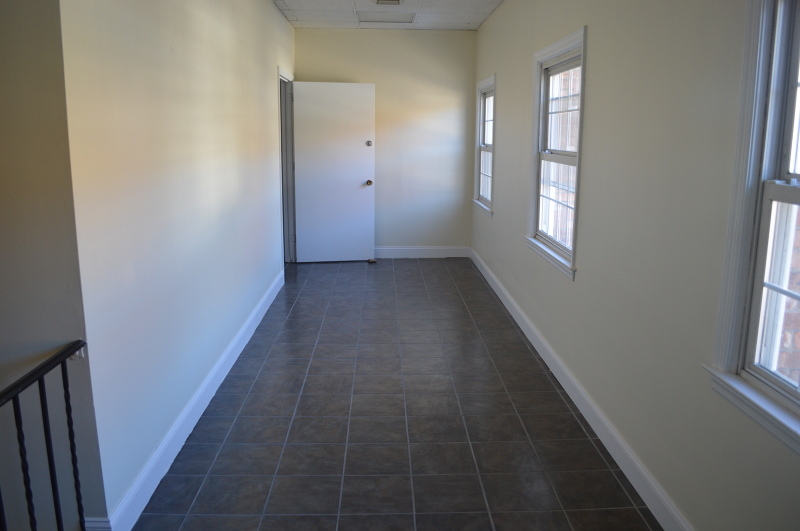 Additional photo for property listing at 750 Hamburg Tpke B(TOP FLoor  Pompton Lakes, New Jersey 07442 États-Unis