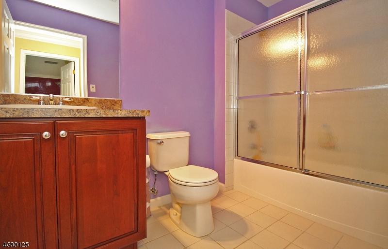 Additional photo for property listing at 18 Swing Bridge Lane  South Bound Brook, Nueva Jersey 08880 Estados Unidos