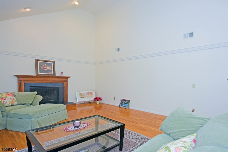 Additional photo for property listing at 75 Carol Place  Wayne, Нью-Джерси 07470 Соединенные Штаты