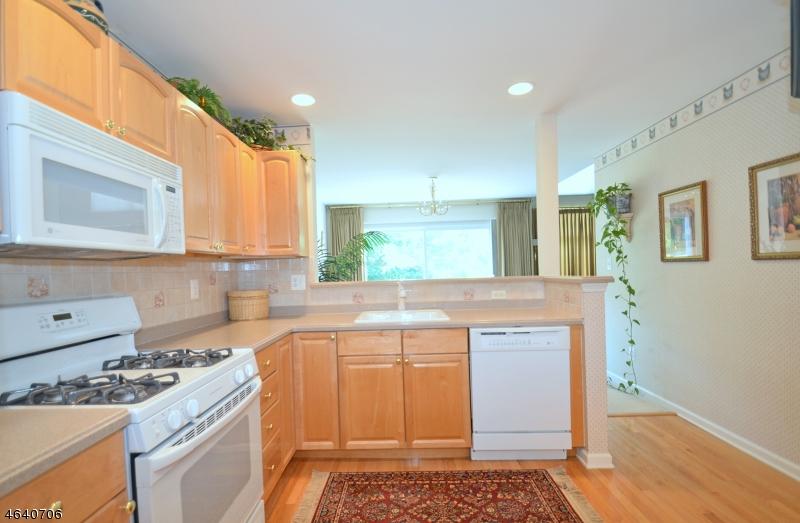 Additional photo for property listing at 4 Arcola Way  Annandale, Нью-Джерси 08801 Соединенные Штаты