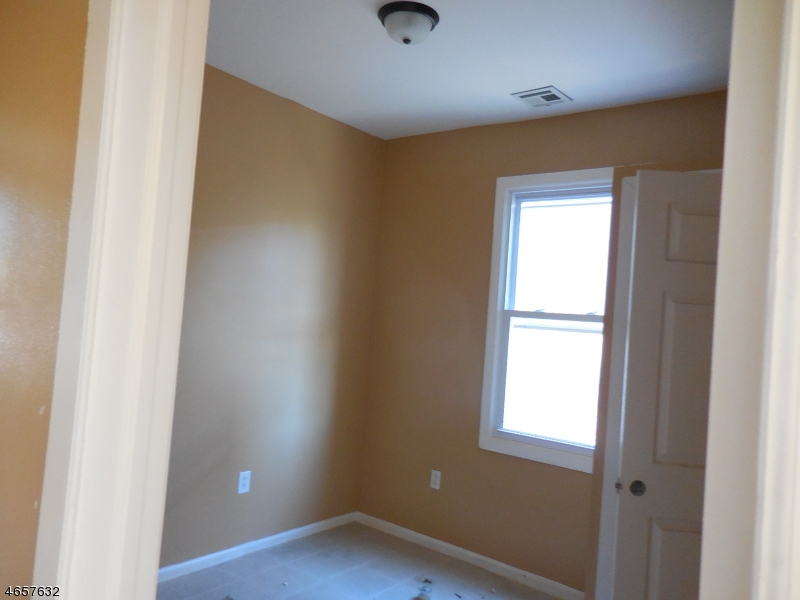 Additional photo for property listing at 318-320 GOVERNOR Street  Paterson, Nueva Jersey 07501 Estados Unidos