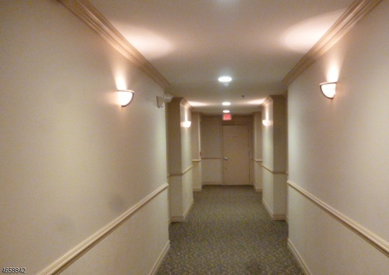 Additional photo for property listing at 2 Chamonix Dr, UNIT 323  Vernon, New Jersey 07462 États-Unis