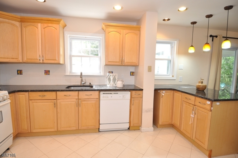Additional photo for property listing at 37 BENNINGTON Road  Livingston, Нью-Джерси 07039 Соединенные Штаты
