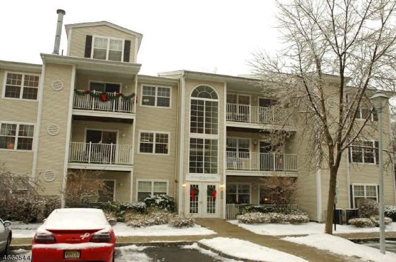 Частный односемейный дом для того Аренда на 35 Brookside Lane Mount Arlington, Нью-Джерси 07856 Соединенные Штаты