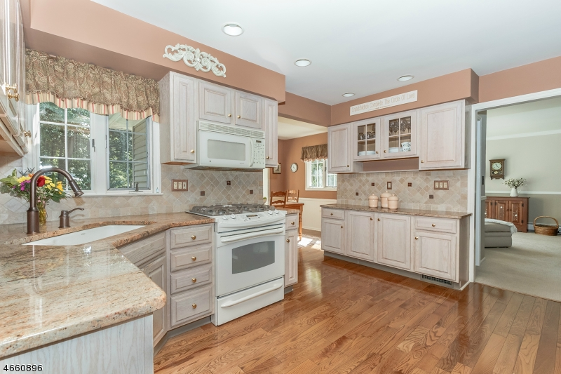 Additional photo for property listing at 1975 Winding Brook Way  Scotch Plains, 新泽西州 07076 美国