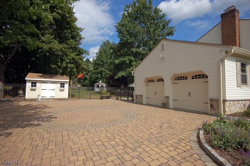 Additional photo for property listing at 1026 Hillcrest Drive  Neshanic Station, New Jersey 08853 United States