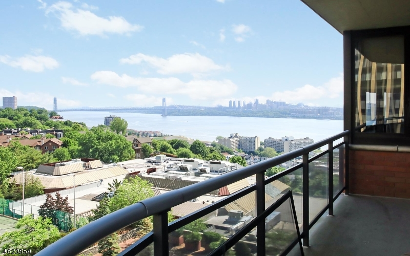 Additional photo for property listing at 100 Winston Dr, CN10C  Cliffside Park, Нью-Джерси 07010 Соединенные Штаты