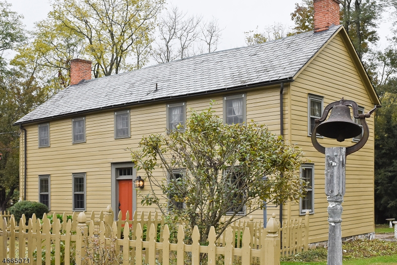 Частный односемейный дом для того Продажа на 24 Fredonia Road Newton, Нью-Джерси 07860 Соединенные Штаты