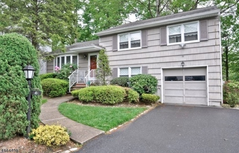 Casa Unifamiliar por un Alquiler en 43 Mounthaven Drive Livingston, Nueva Jersey 07039 Estados Unidos