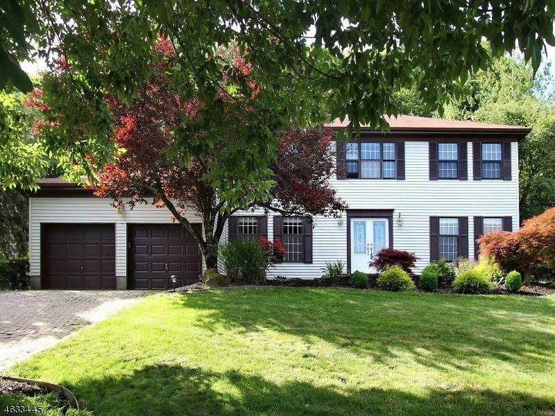 Casa Unifamiliar por un Venta en 235 Killarney Drive Berkeley Heights, Nueva Jersey 07922 Estados Unidos