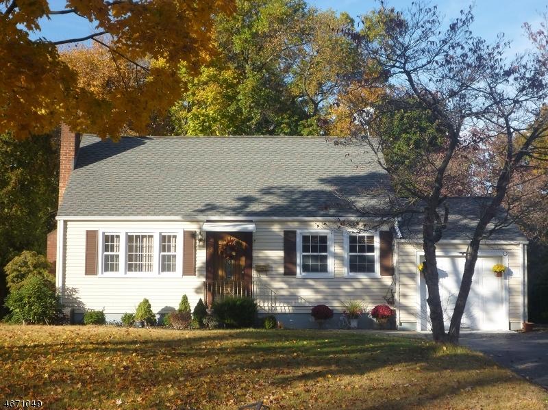 Частный односемейный дом для того Продажа на 22 Park Avenue Pompton Plains, Нью-Джерси 07444 Соединенные Штаты