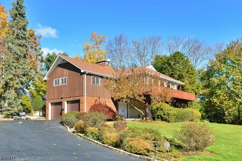 独户住宅 为 销售 在 811 Golf Place Oradell, 新泽西州 07649 美国