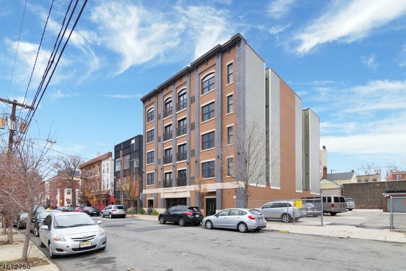 Частный односемейный дом для того Аренда на 76-80 BRUEN Street Newark, Нью-Джерси 07105 Соединенные Штаты