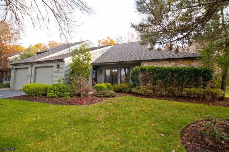 Частный односемейный дом для того Аренда на 44 Minnisink Drive Roseland, Нью-Джерси 07068 Соединенные Штаты