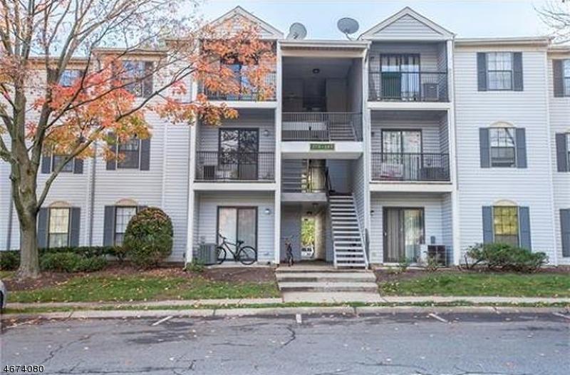 Частный односемейный дом для того Аренда на 284 Hampshire Court Piscataway, Нью-Джерси 08854 Соединенные Штаты