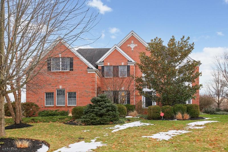 独户住宅 为 销售 在 64 Milburn Drive 希尔斯堡, 08844 美国