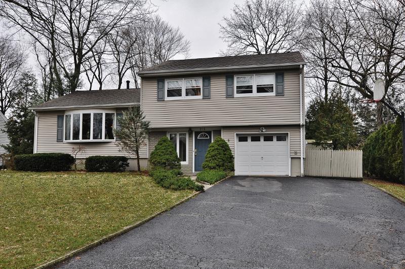 Частный односемейный дом для того Аренда на 216 Pershing Avenue Ridgewood, Нью-Джерси 07450 Соединенные Штаты
