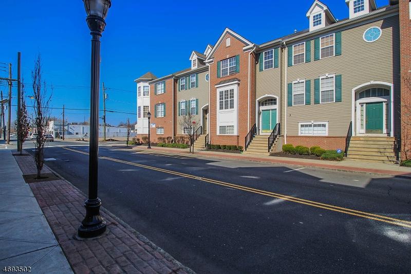 Eensgezinswoning voor Verkoop een t 15 Roosevelt Avenue Carteret, New Jersey 07008 Verenigde Staten