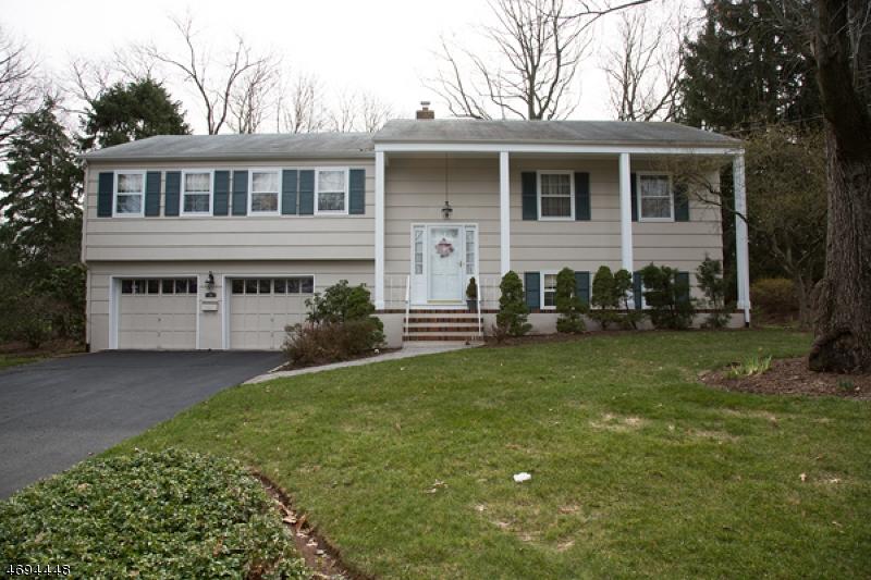 Частный односемейный дом для того Аренда на 36 Manitou Circle Westfield, Нью-Джерси 07090 Соединенные Штаты