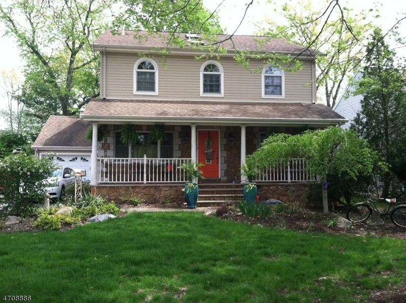 Single Family Home for Sale at 16 Franklin Tpke Allendale, New Jersey 07401 United States