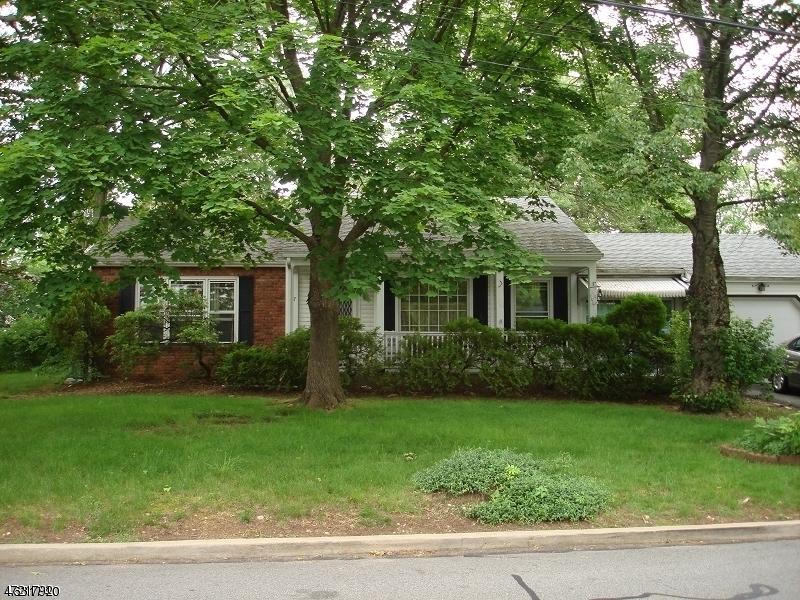 Maison unifamiliale pour l à louer à 7 Riverside Drive Denville, New Jersey 07834 États-Unis