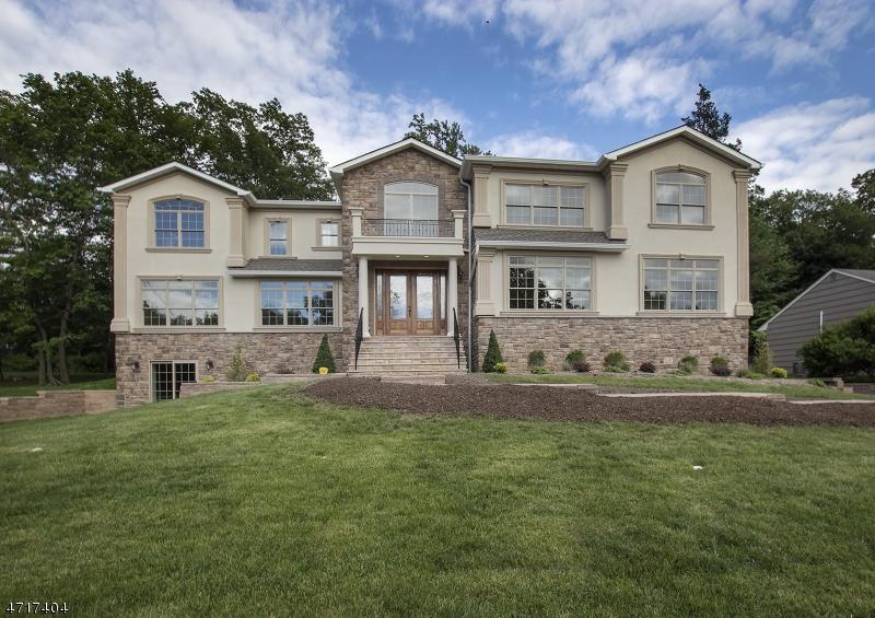 Enfamiljshus för Försäljning vid 16 Hamilton Dr E Caldwell, New Jersey 07006 Usa