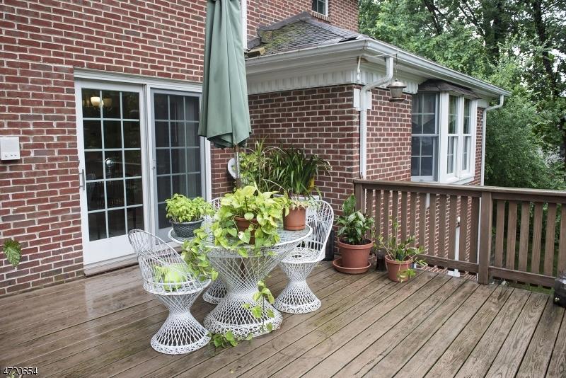 Maison unifamiliale pour l Vente à 210 Hillside Avenue Springfield, New Jersey 07081 États-Unis