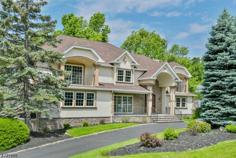 Villa per Vendita alle ore 106 Eileen Drive Cedar Grove, New Jersey 07009 Stati Uniti