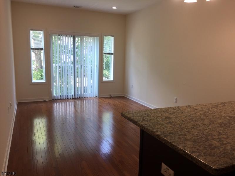 Частный односемейный дом для того Аренда на 12 Ridgedale Avenue Morristown, Нью-Джерси 07960 Соединенные Штаты