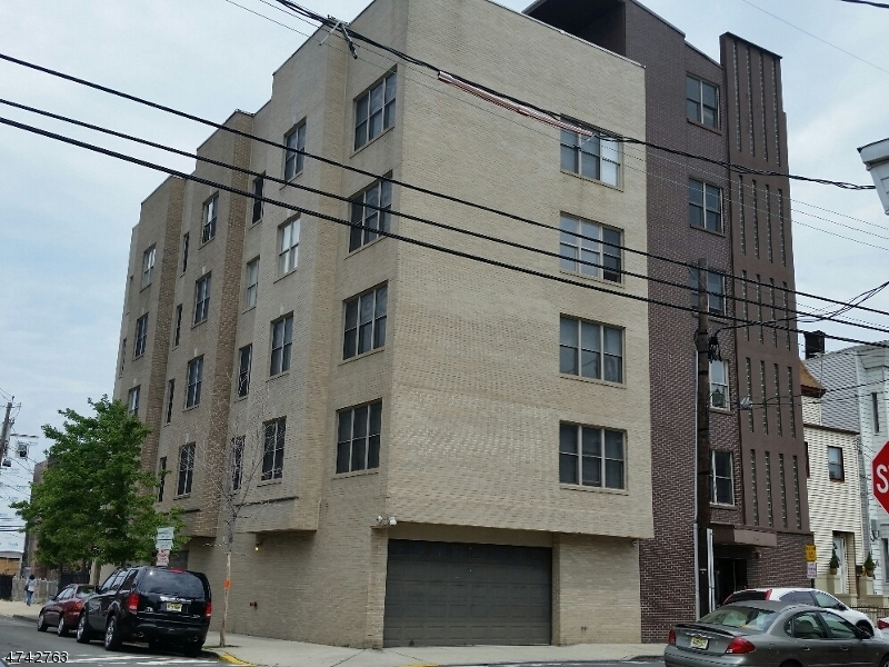 独户住宅 为 销售 在 544 28th Street Union, 新泽西州 07087 美国