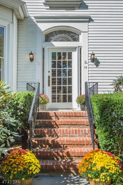 Частный односемейный дом для того Продажа на 14 Elm St , Bloomfield, 07003 Соединенные Штаты