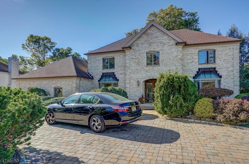Maison unifamiliale pour l Vente à 15 Ora Court East Hanover, New Jersey 07936 États-Unis