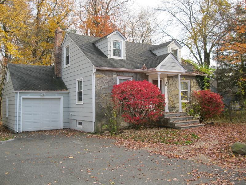 Casa Unifamiliar por un Alquiler en 127 RIVER Road East Hanover, Nueva Jersey 07936 Estados Unidos