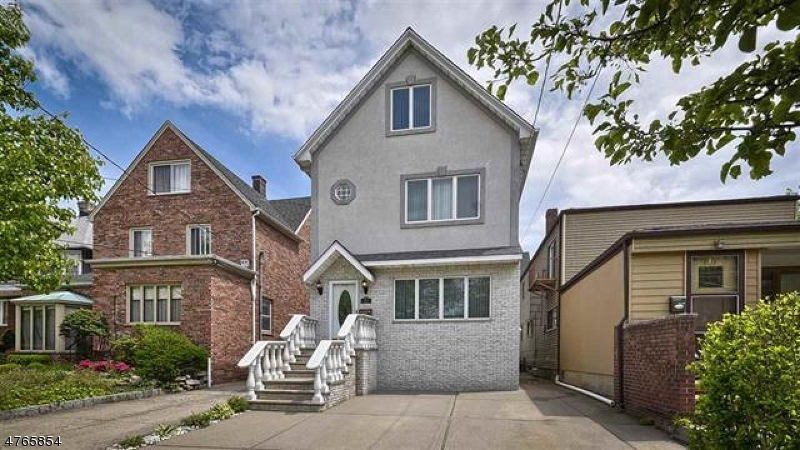Single Family Home for Sale at 810 Avenue A 810 Avenue A Bayonne, New Jersey 07002 United States