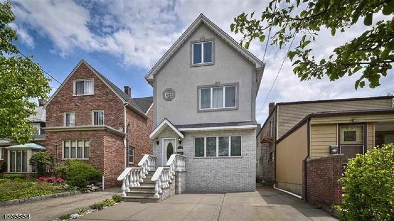 Einfamilienhaus für Verkauf beim 810 Avenue A 810 Avenue A Bayonne, New Jersey 07002 Vereinigte Staaten