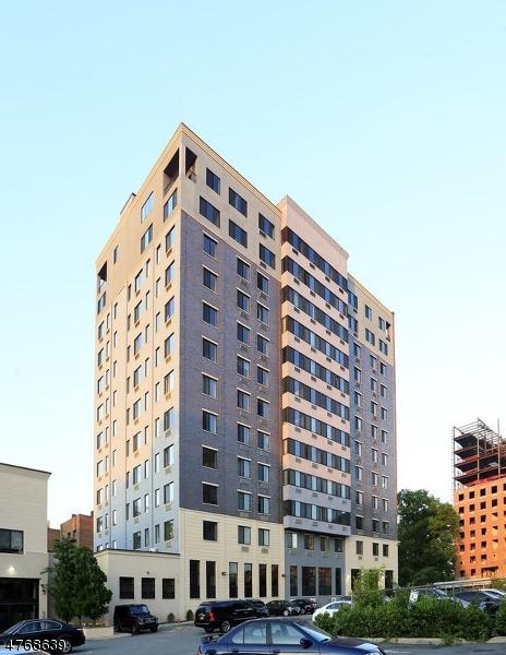 Casa Unifamiliar por un Alquiler en 141 S. Harrison Street East Orange, Nueva Jersey 07018 Estados Unidos
