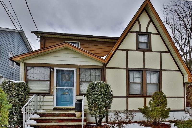 واحد منزل الأسرة للـ Sale في Address Not Available Clifton, New Jersey 07014 United States