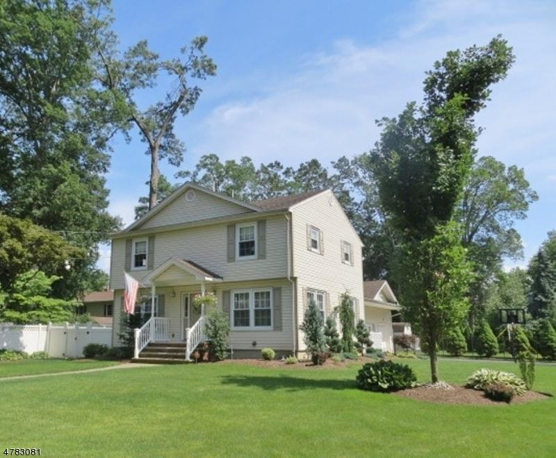 Частный односемейный дом для того Продажа на 9 Chestnut Court Pequannock, Нью-Джерси 07440 Соединенные Штаты