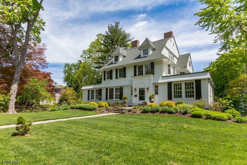 独户住宅 为 销售 在 163 Ridgewood Avenue 格伦岭, 新泽西州 07028 美国
