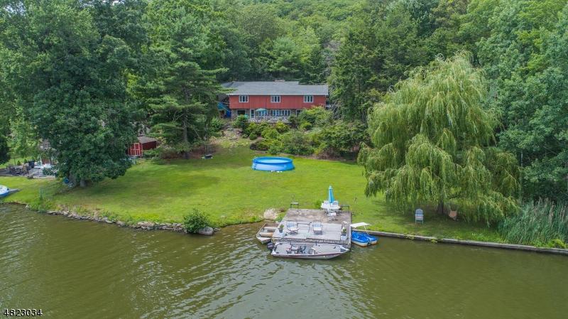 Частный односемейный дом для того Продажа на 247 Bearfort Road West Milford, Нью-Джерси 07480 Соединенные Штаты